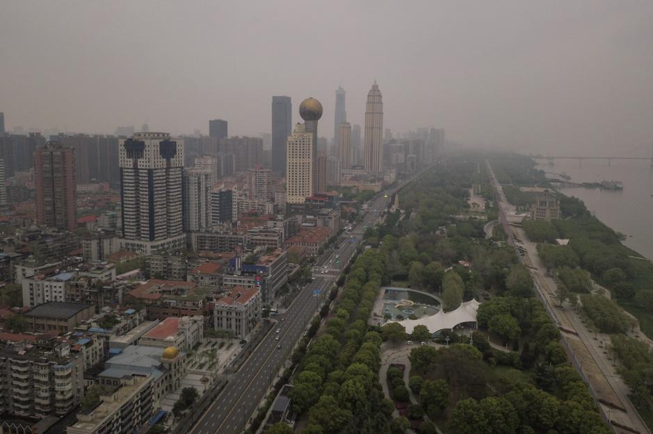 Avant-après: à Wuhan, un réveil encore prudent face au coronavirus (en images)