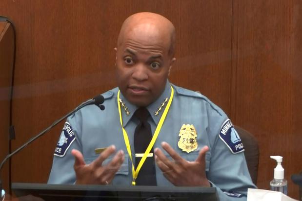Politiechef Minneapolis: aanpak met knie op de hals van George Floyd was 'absoluut' tegen de regels