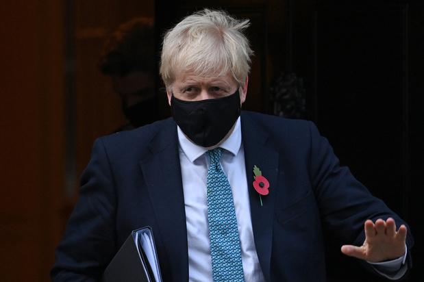 Covid: Boris Johnson réfute avoir tardé à reconfiner l'Angleterre