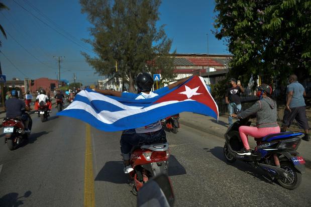 Duizenden Cubanen protesteren tegen Amerikaans embargo