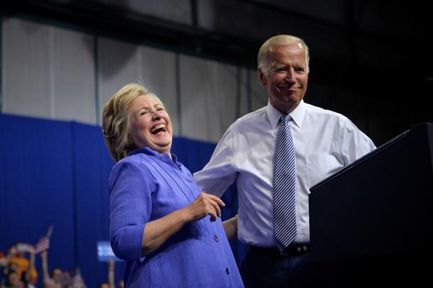 Hillary Clinton schaart zich achter Biden als presidentskandidaat