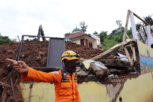 Le bilan des glissements de terrain en Indonésie grimpe à 40 tués