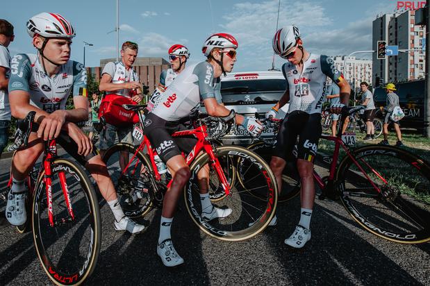 """Lotto Soudal au départ de la 4e étape du Tour de Pologne, """"en hommage à Bjorg"""""""