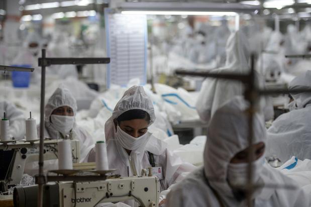 """En Asie, les petites mains du textile accusent leur patron de """"briser les syndicats"""""""