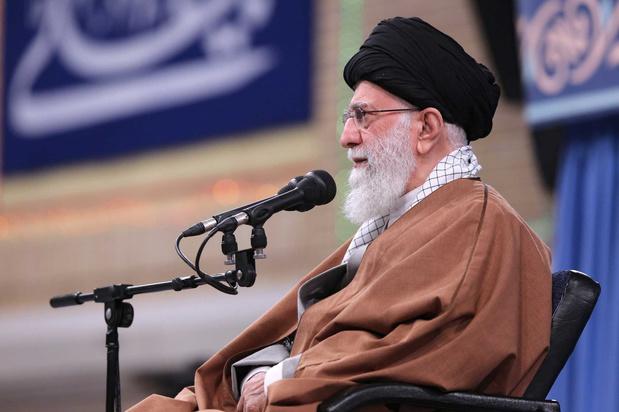 Ayatollah Khamenei: vliegtuigdrama mag 'offer' van Soleimani niet doen vergeten