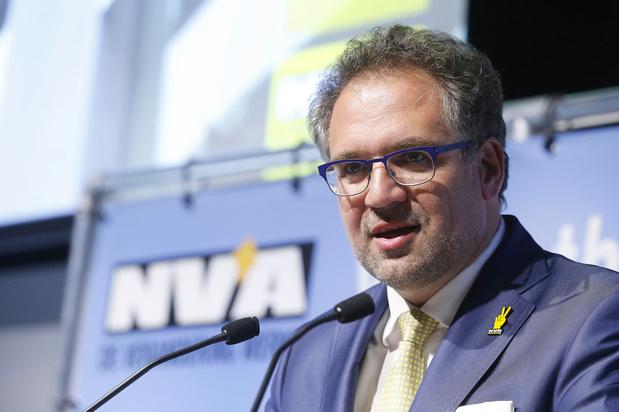 Antwerpse gemeente- en districtsraadsleden stemmen over eigen opslag, PVDA misnoegd