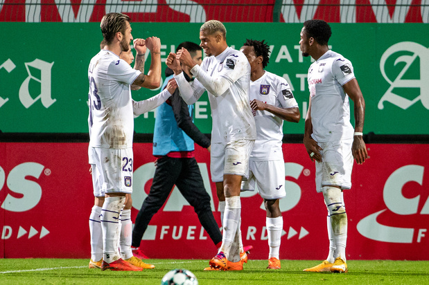 Un joueur et un membre du staff d'Anderlecht testés positifs au covid