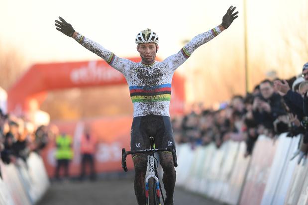 Van der Poel wint voor eerste keer in Bredene, Cant kan nog eens winnen bij de vrouwen