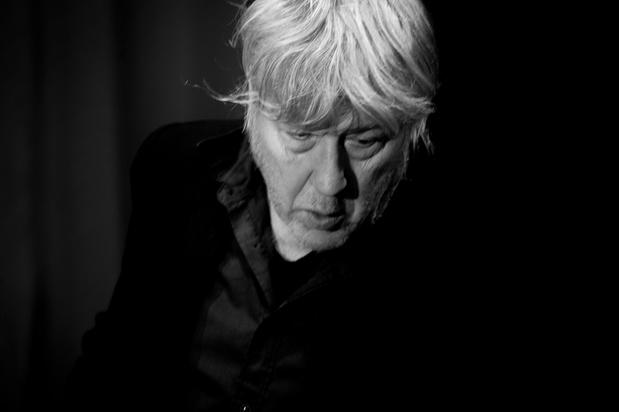 Arno poursuit sa convalescence chez lui et annule ses prochains concerts