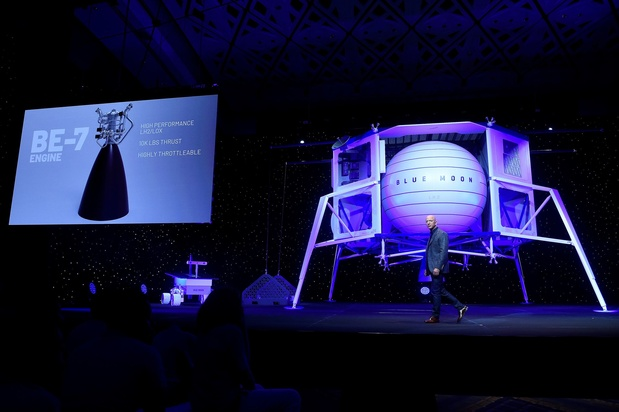 Jeff Bezos inaugure les voyages spatiaux de Blue Origin pour son départ d'Amazon