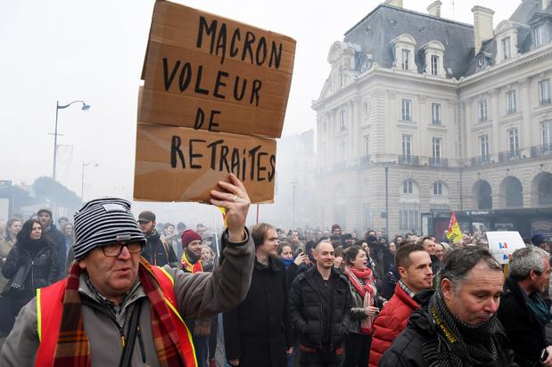 Bijna 100.000 gezinnen zonder stroom door Franse stakers