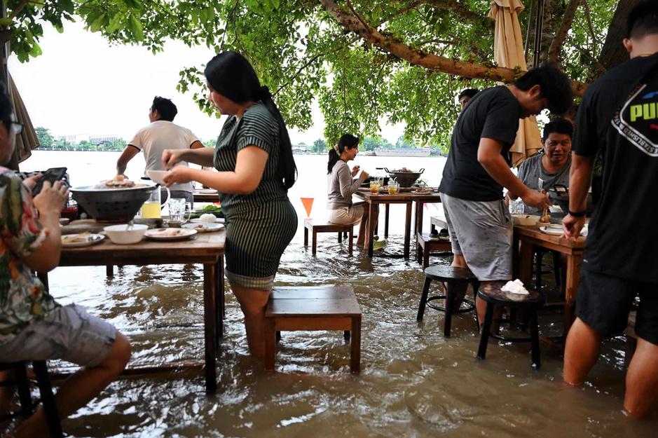 Bangkok: manger au coeur des inondations, l'expérience culinaire improbable