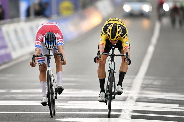 Mathieu van der Poel wint Ronde van Vlaanderen na titanenduel met Wout van Aert