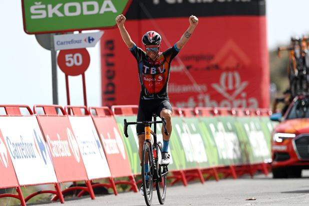 Caruso klimt naar zege in 9e rit Vuelta, Roglic eindigt als 2e en verstevigt leiding