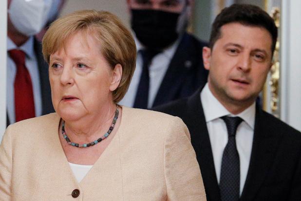 Nord Stream 2 is 'gevaarlijk geopolitiek wapen' van Rusland, zegt Zelensky aan Merkel