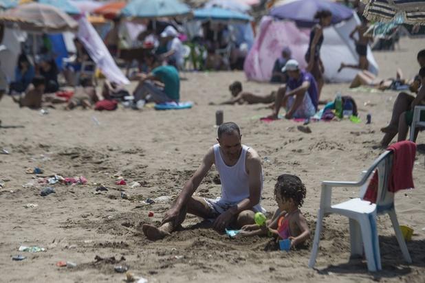 Week-end d'affluence à la Côte, montagne de déchets sur la plage