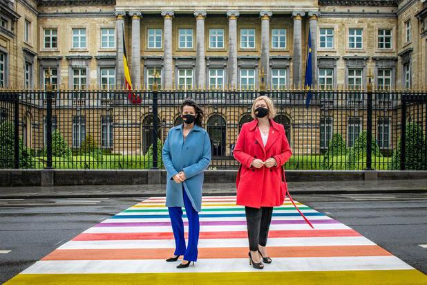 Seksisme in de politiek: 'Geen stoel voor mij? Ik zou zélf opstappen'