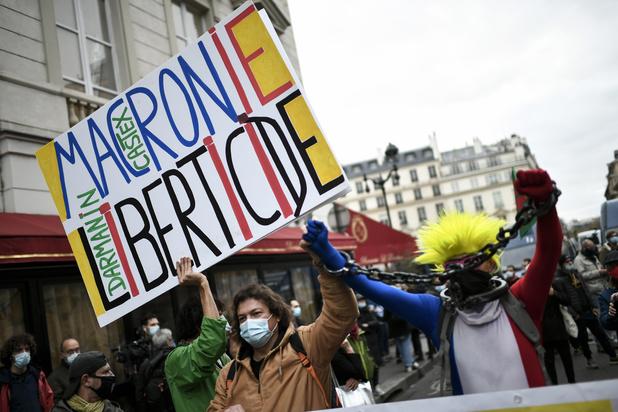 France : polémique autour d'une loi controversée limitant la diffusion d'images de policiers