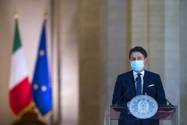 Covid: premier pays touché en Europe par l'épidémie, l'Italie reconfine partiellement