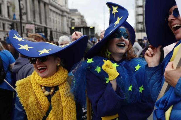 Entre crainte et espoir, la relation paradoxale des citoyens envers l'UE