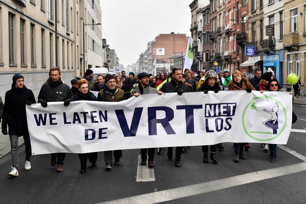 Optocht VRT-personeel: 1.200 betogers en sympathisanten komen op straat tegen besparingen