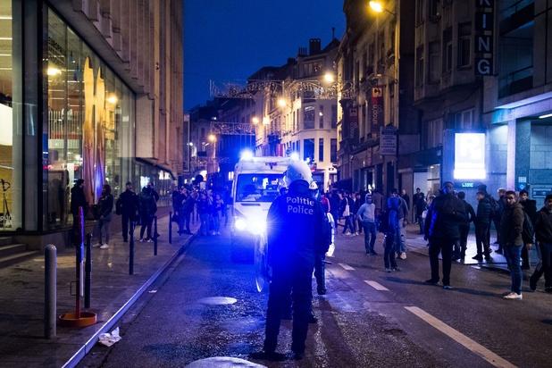 Des policiers se dressent contre les violences policières