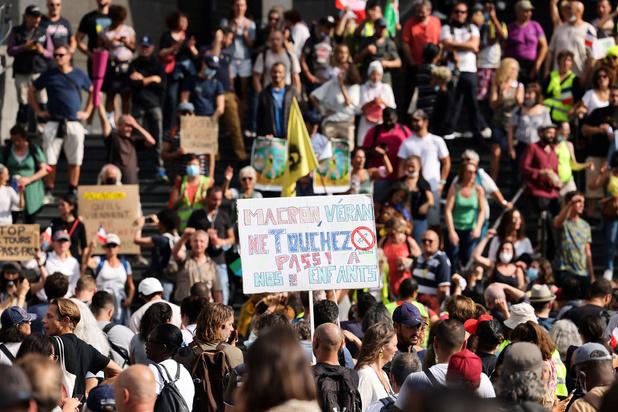 France: des milliers de personnes à nouveau dans les rues contre le pass sanitaire