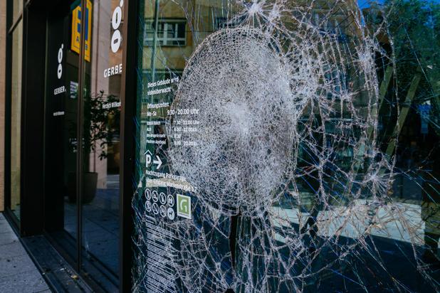 Politieagenten aangevallen tijdens rellen in Stuttgart