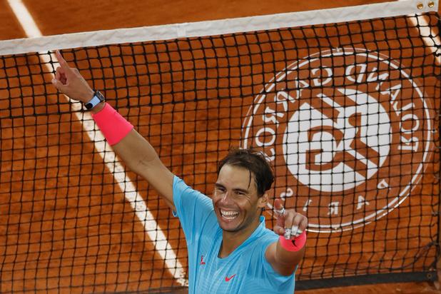 """Roger Federer félicite Rafael Nadal, auteur """"d'un des plus grands exploits dans le sport"""""""