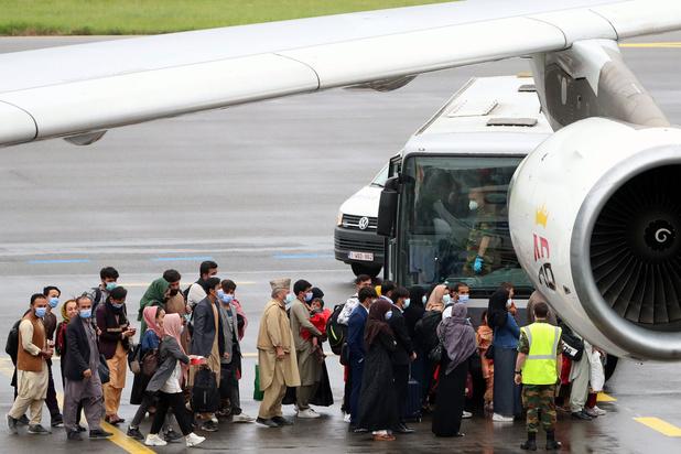 Opnieuw 280 mensen geëvacueerd uit Afghanistan, Belg mogelijk neergeschoten aan luchthaven