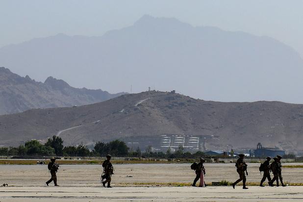 Les explosions à proximité de l'aéroport de Kaboul ont fait au moins 6 morts