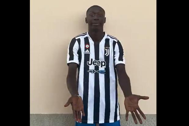 Juventus schakelt TikTok-ster Khaby Lame in om Manuel Locatelli voor te stellen