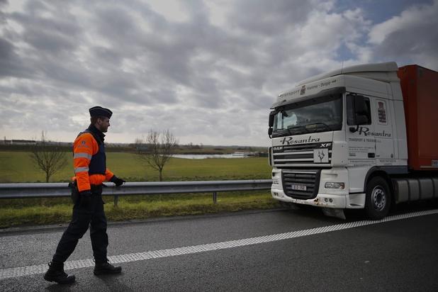 Roemeense trucker met transmigranten aan boord na verhoor vrijgelaten