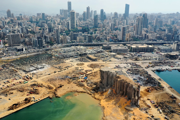 Explosie sloeg krater van 43 meter diep in Beiroet, minister van Informatie stapt op