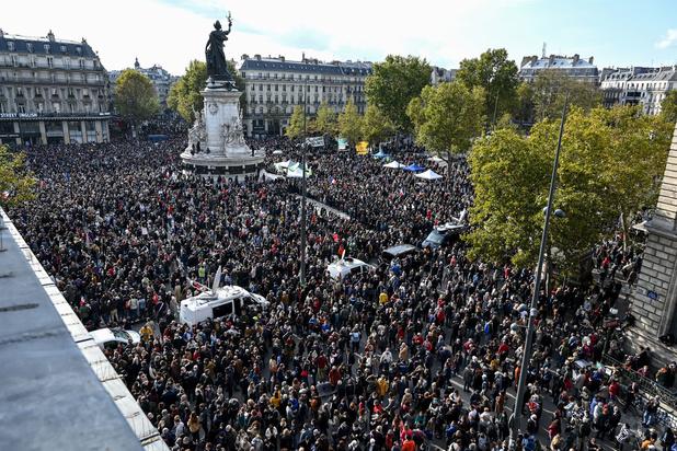 Duizenden mensen in Frankrijk houden eerbetoon aan onthoofde leraar