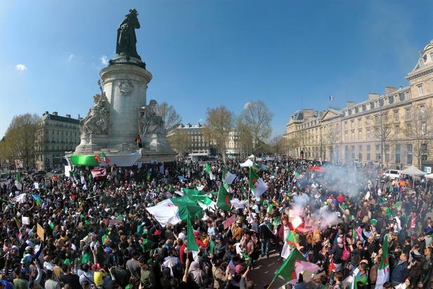 """Algérie: l'armée demande une mise à l'écart """"immédiate"""" de Bouteflika"""