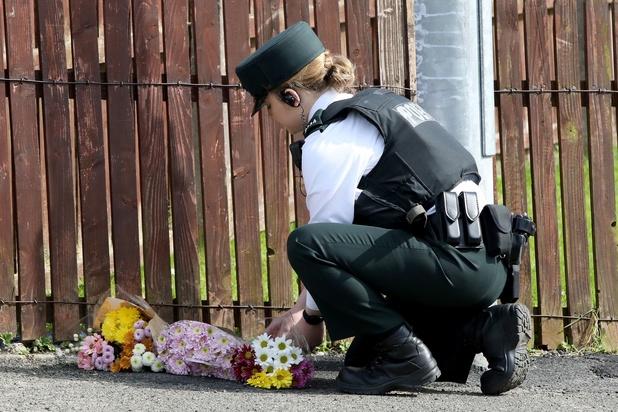 """L'UE condamne la """"violence"""" en Irlande du Nord après la mort d'une journaliste"""