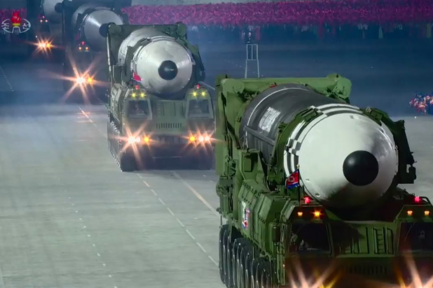 La Corée du Nord dévoile un missile balistique intercontinental géant (photos)