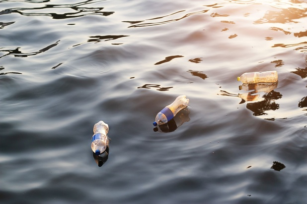 Les bouteilles en plastique représentent 14 % des déchets retrouvés dans les eaux européennes