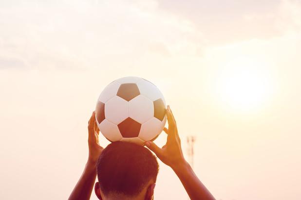 Koppen voorlopig niet verboden bij voetballende kinderen