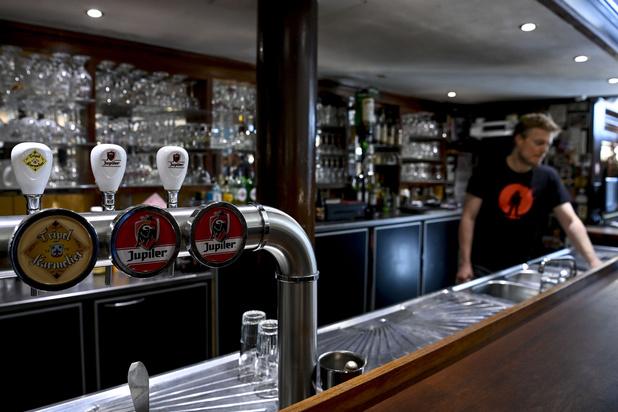 Les cafés et bars complètement fermés pour un mois à Bruxelles