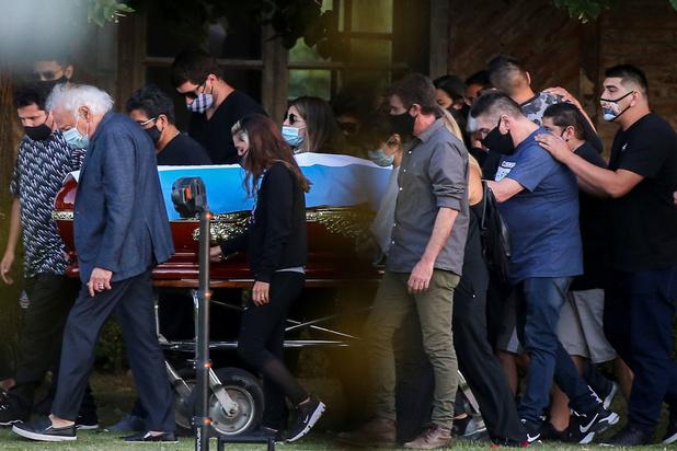 Maradona in intieme kring begraven