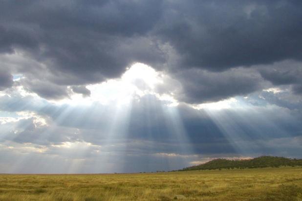 Temps nuageux et pluies en matinée avant des éclaircies en après-midi