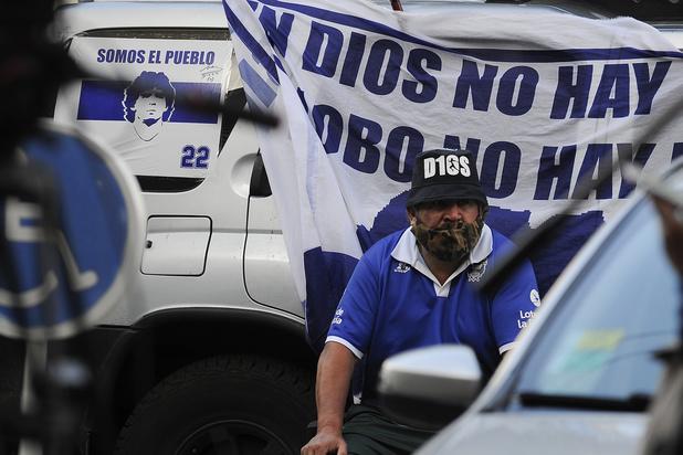 Diego Maradona 'geneest verbazend snel' na hoofdoperatie