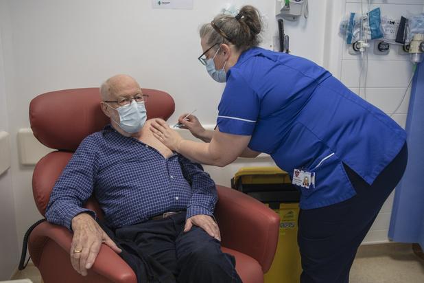 Covid : plus de 137.000 Britanniques ont commencé à être vaccinés