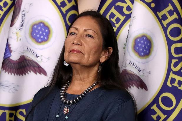 Deb Haaland: après 245 ans, les Amérindiens ont enfin un ministre