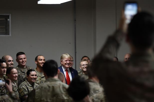 Donald Trump brengt verrassingsbezoek aan Afghanistan en hervat gesprekken met Taliban