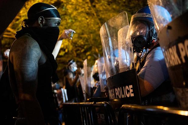 Décès de George Floyd: les villes américaines s'embrasent, Trump accuse l'extrême gauche
