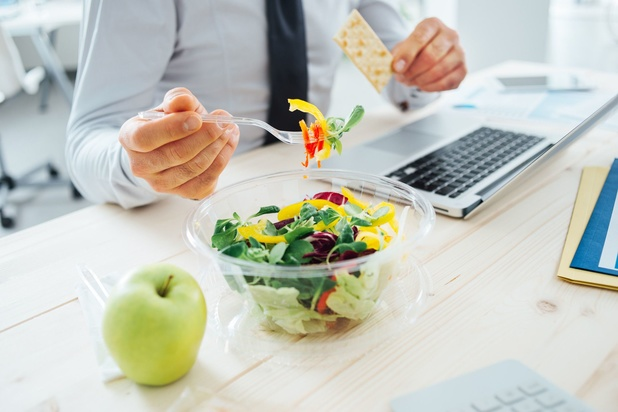 Comment manger seul modifie notre régime alimentaire
