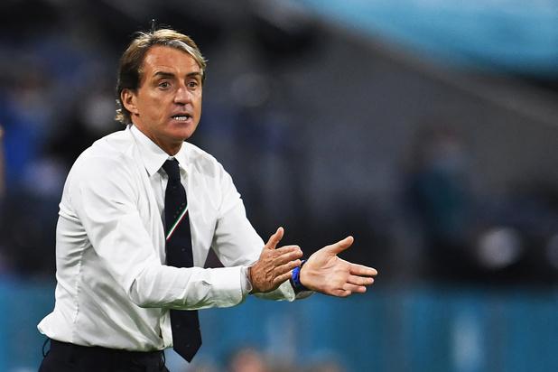 Italiaanse bondscoach Roberto Mancini in de wolken na zege tegen Rode Duivels